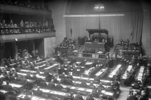 Parlamente aus aller Welt! Das Parlament der Völker. Blick in den Sitzungssaal des Völkerbundes in Genf.