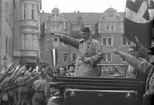 Bundesarchiv_Bild_102-10541,_Weimar,_Aufmarsch_der_Nationalsozialisten